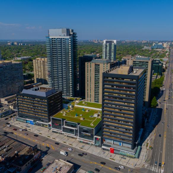 Prise de vue durant l'après-midi des appartement locatifs Pivot et des immeubles à l'entour.